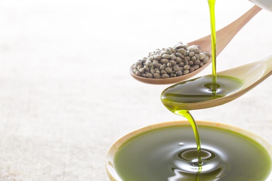 hemp-seeds-and-hemp-oil (1)
