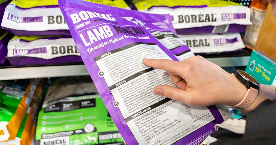 how-to-read-pet-food-labels-article-feature-1